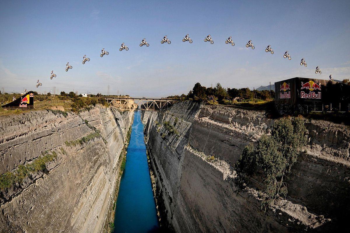Robbie Maddison en el Canal de Corinto