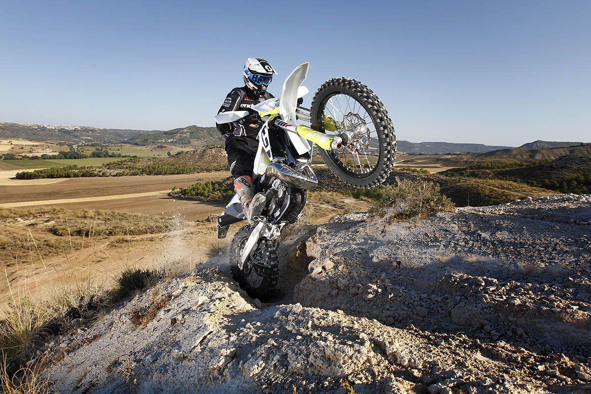 Cómo transformar tu moto de MX en una moto de enduro