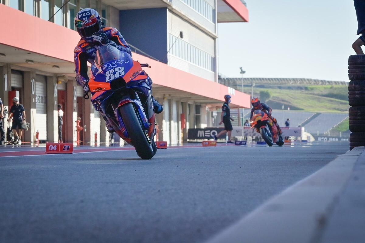 Oliveira lidera la revolución de los satélites en Moto GP