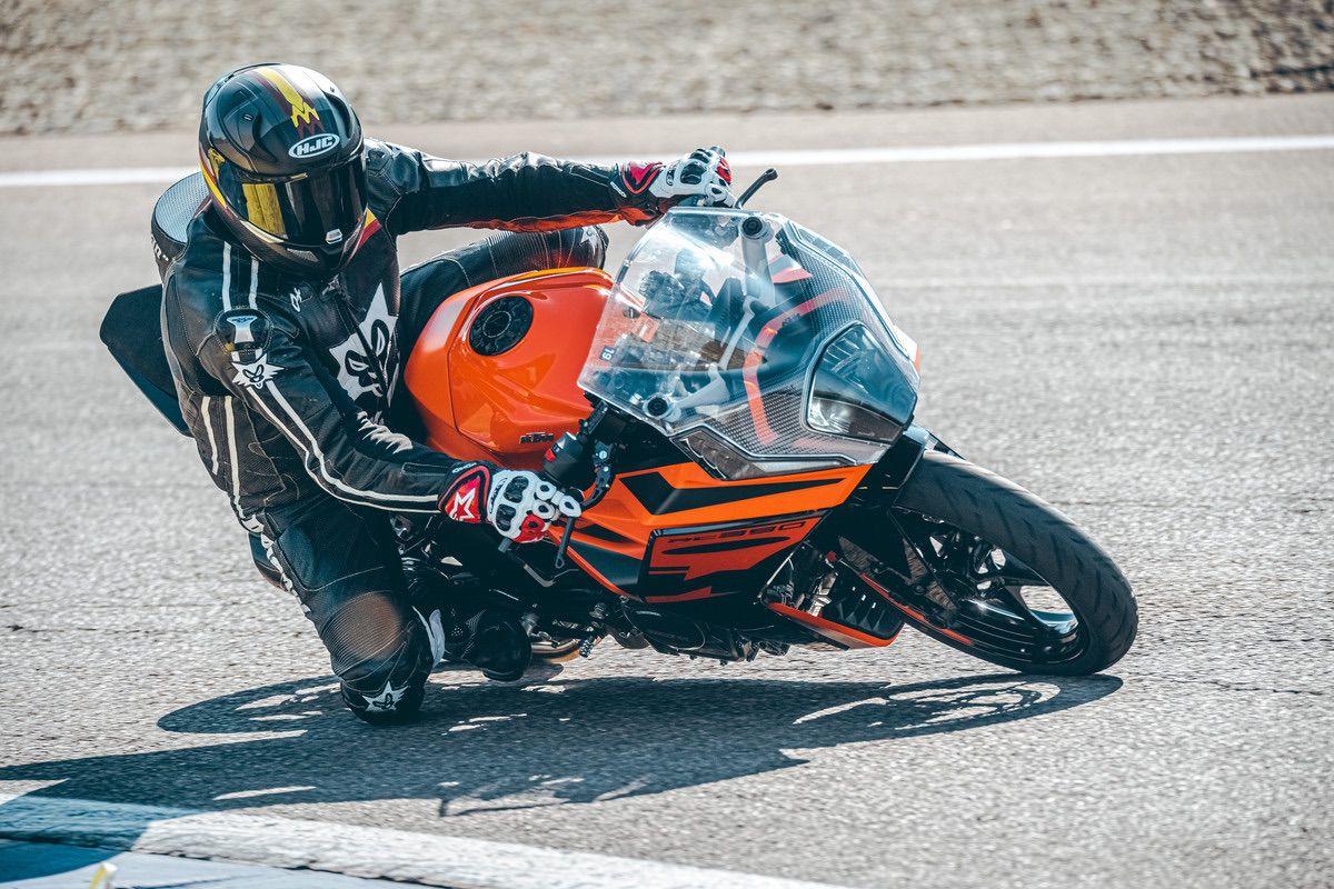 Primera prueba: KTM RC 390 2022, deportiva para carnet A2
