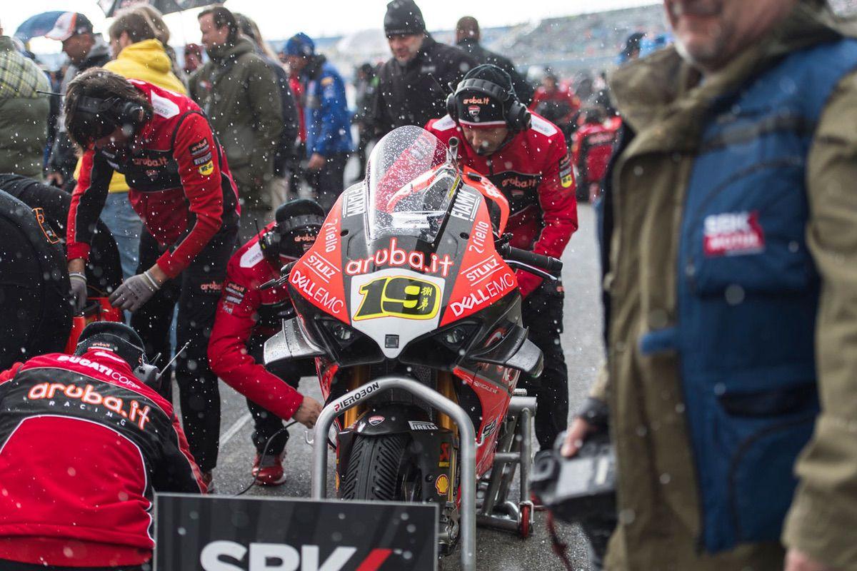 Nieve en Assen durante las carreras de SBK en las que ha ganado Alvaro Bautista