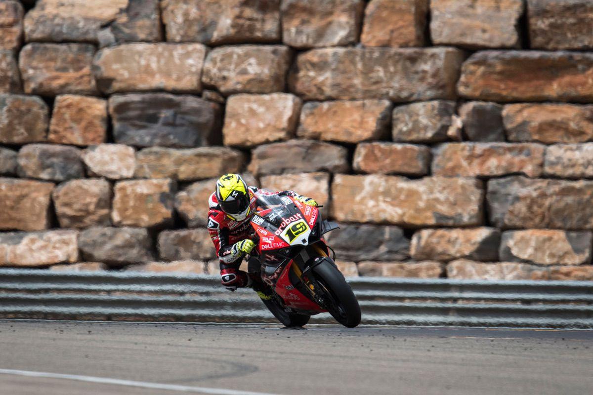 Alvaro Bautista es el primer piloto español en lograr una victoria en SBK en Motorland Aragón