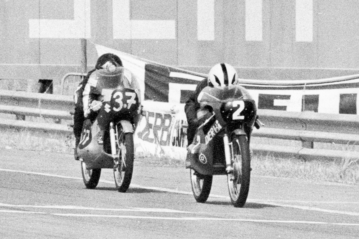 Angel Nieto y Barry Sheene en el Jarama en 1971