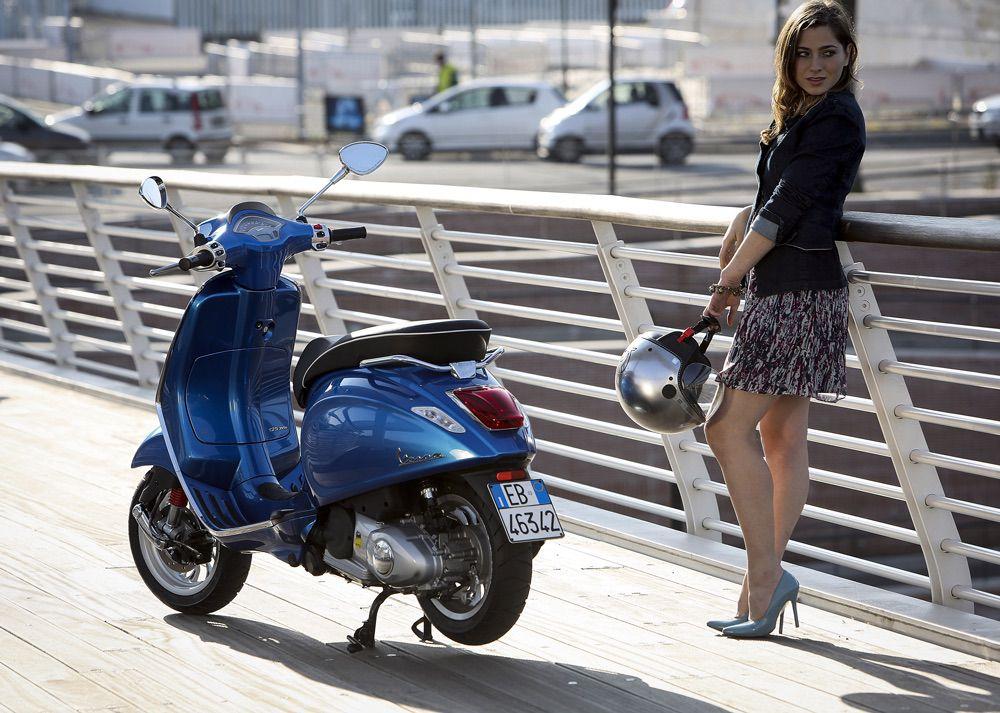 Como aparcar la moto en la acera