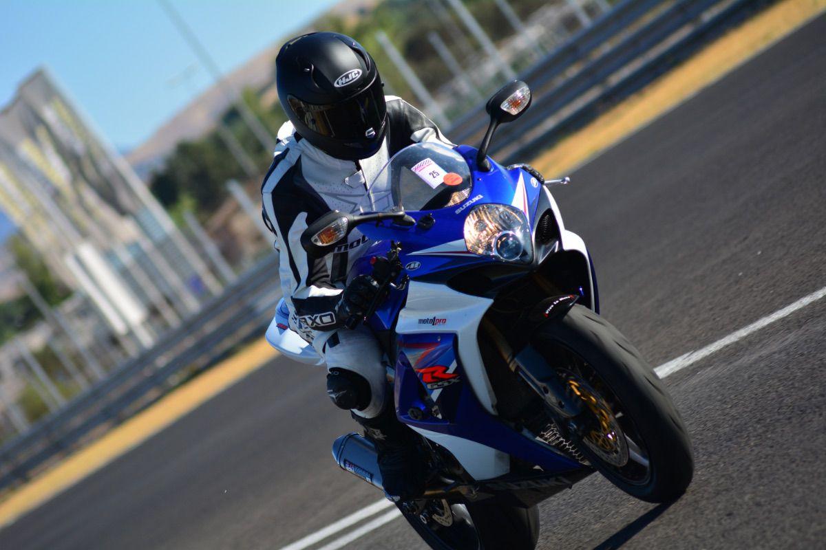 Retrovisores en una moto de carreras... ¿Sí o no?