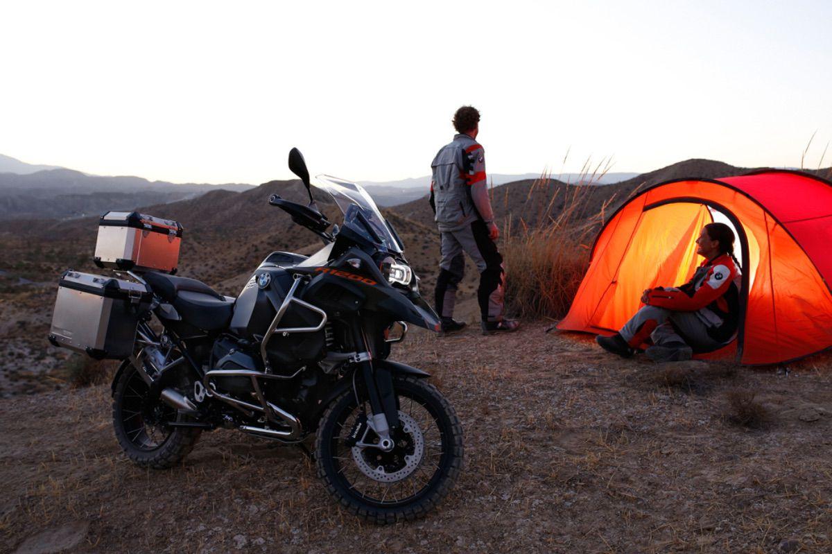 Viajar en moto ¿mejor solo o acompañado?