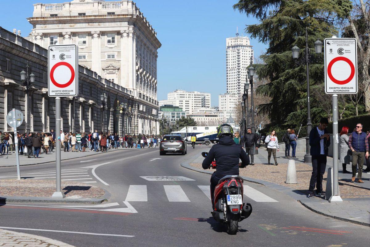 Madrid dice adiós a las motos en las aceras