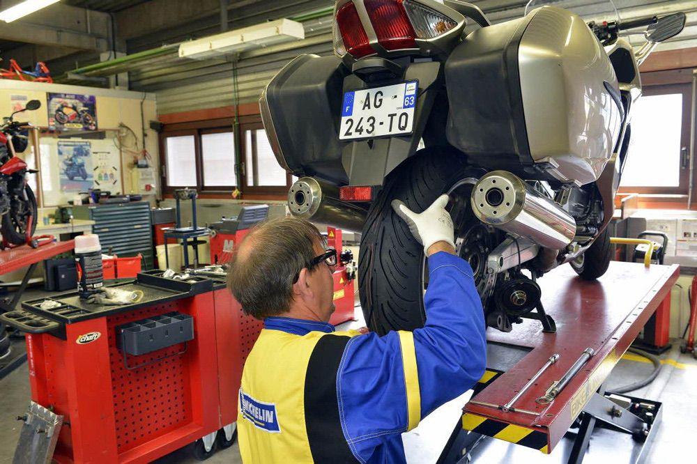 Cambio de neumáticos de moto