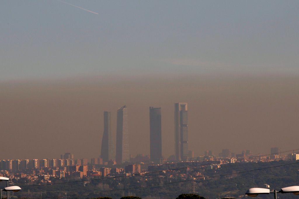 Madrid restringirá el tráfico por alta contaminación pero las motos sí podrán circular
