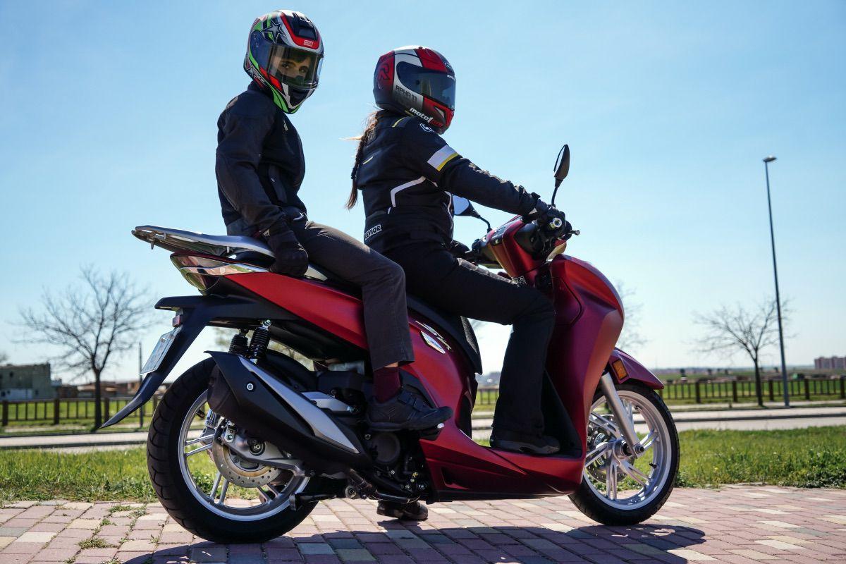 Consejos de conducción en moto con niños