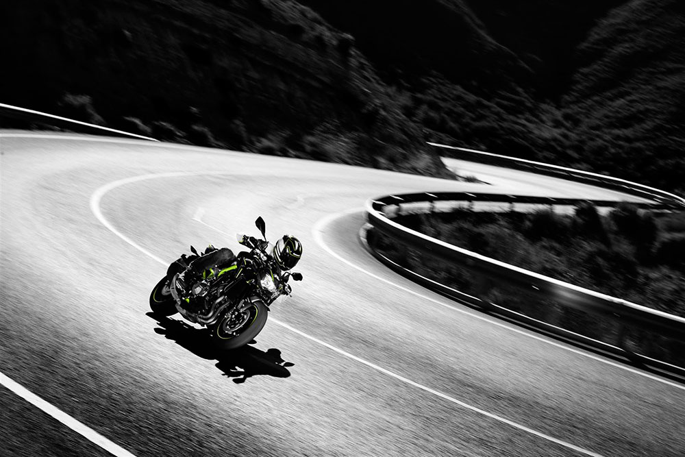 Errores al trazar una curva en moto