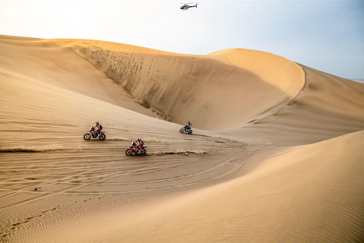 Salida tipo motocross, con líneas de diez pilotos