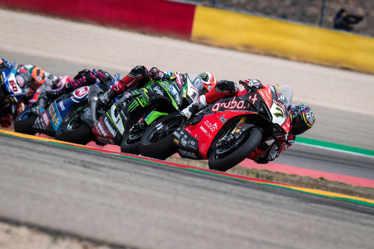 Chaz Davies y Jonathan Rea han mantenido un bonito duelo en Motorland Aragon