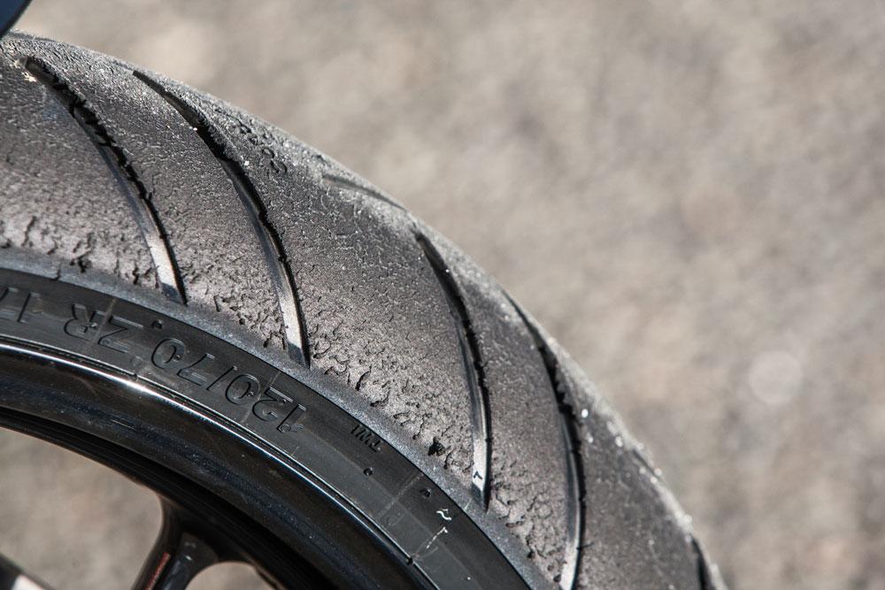 El desgaste del neumático de nuestra moto