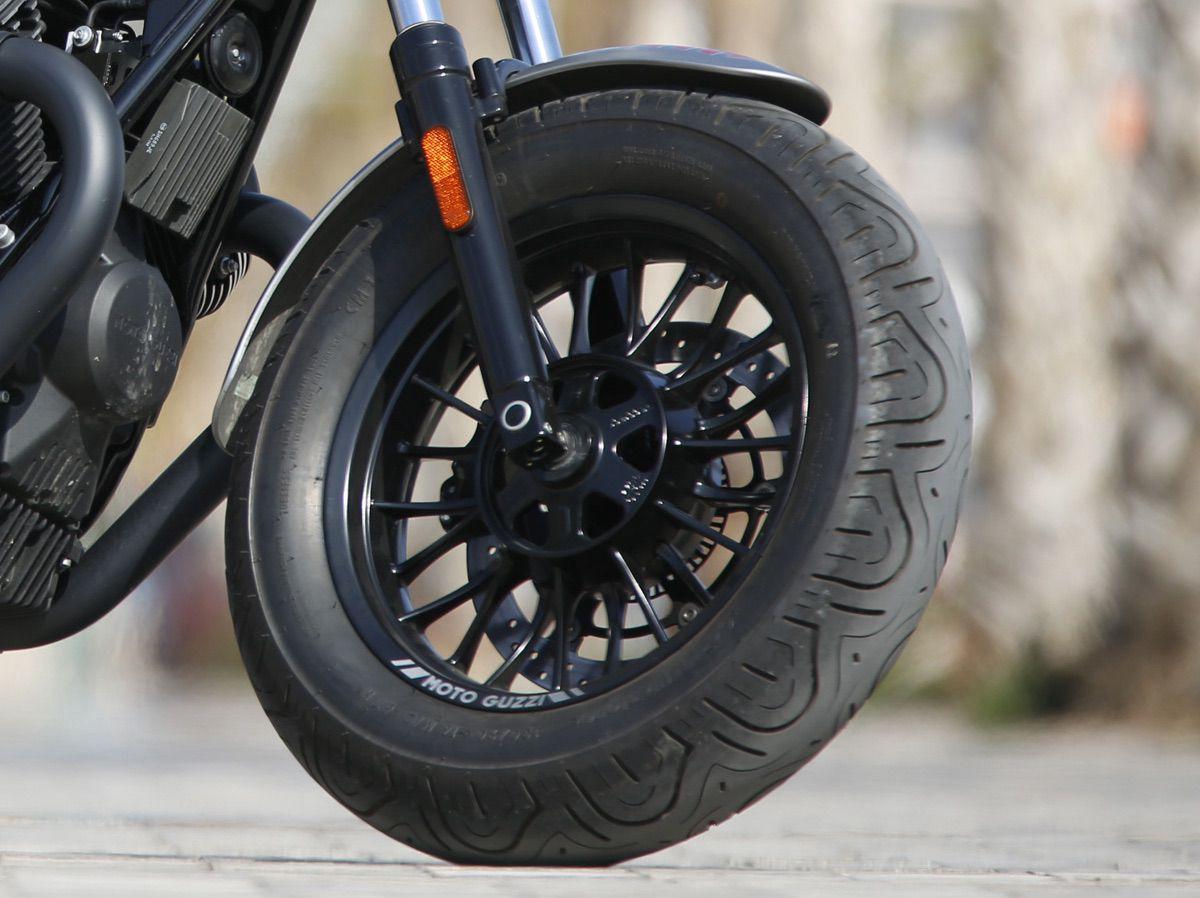 Detalle ruedas V9 Bobber