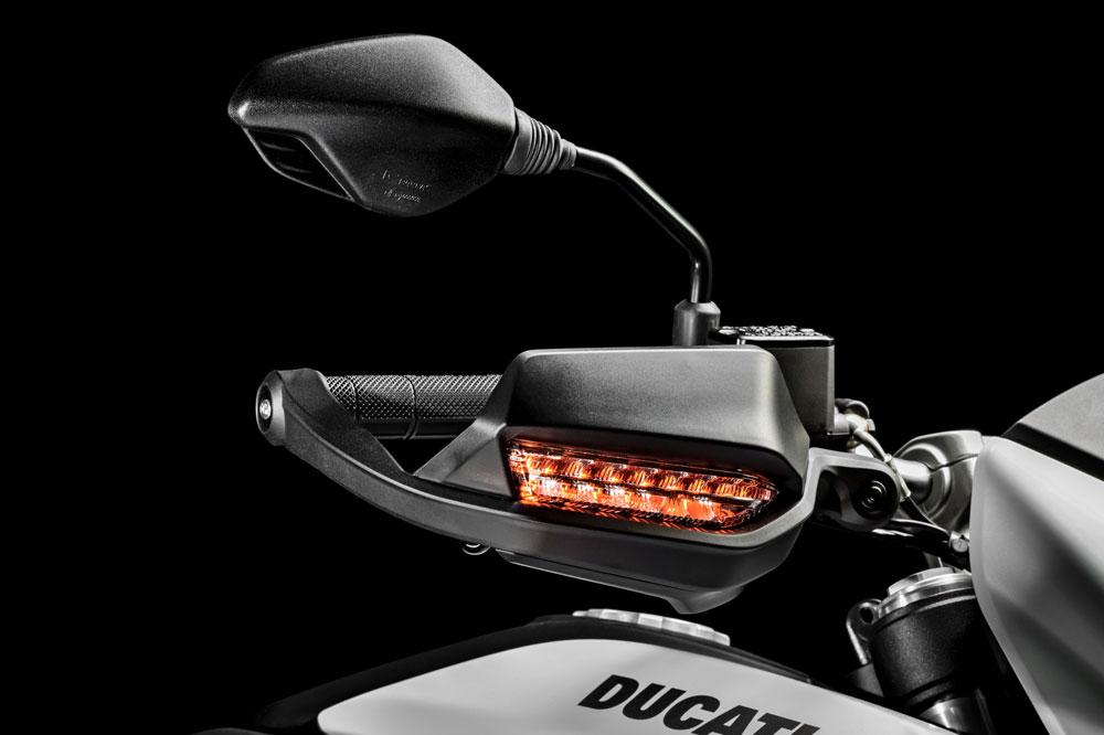 Espejos y cubremanetas de la Ducati Hypermotard