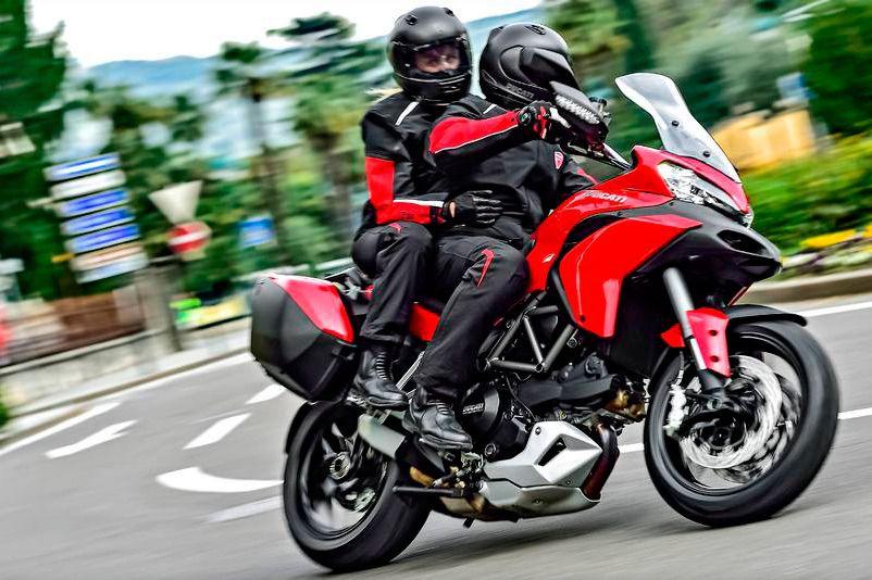 La moto con pasajero