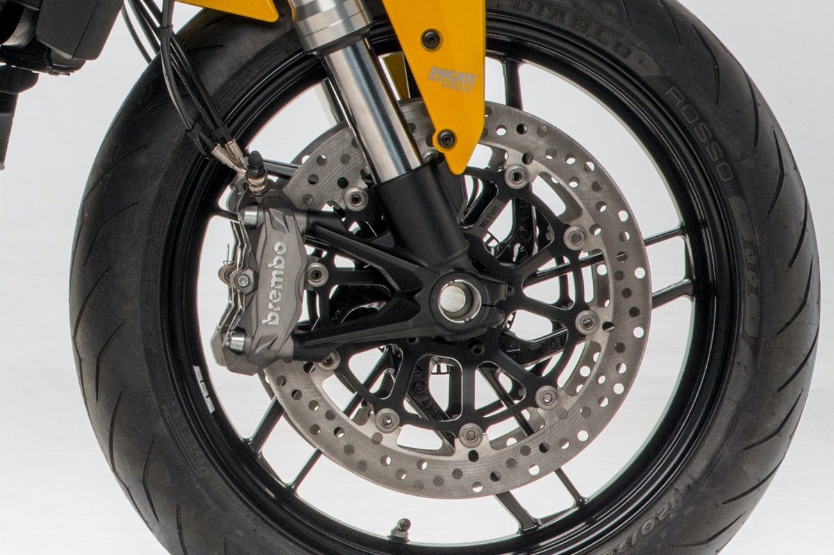 Ducati Monster 821 frenos brembo