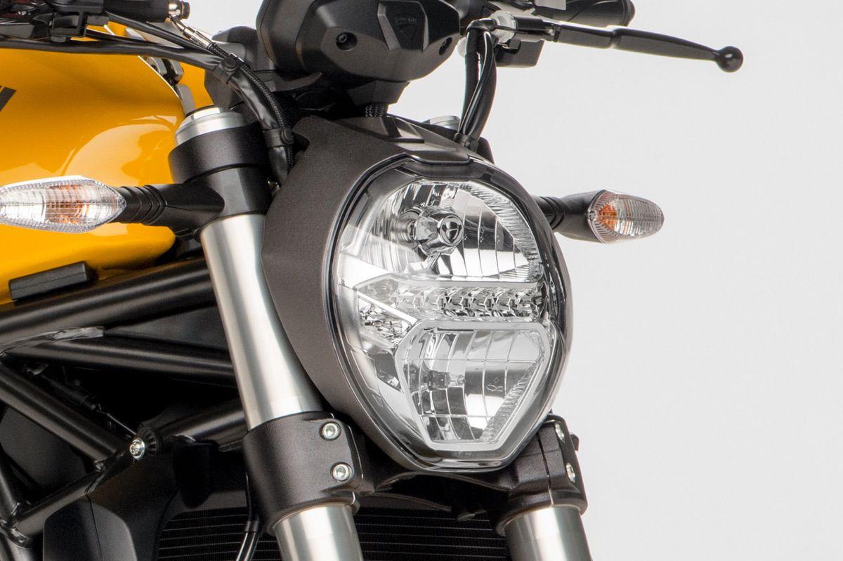Ducati Monster 821 faro delantero