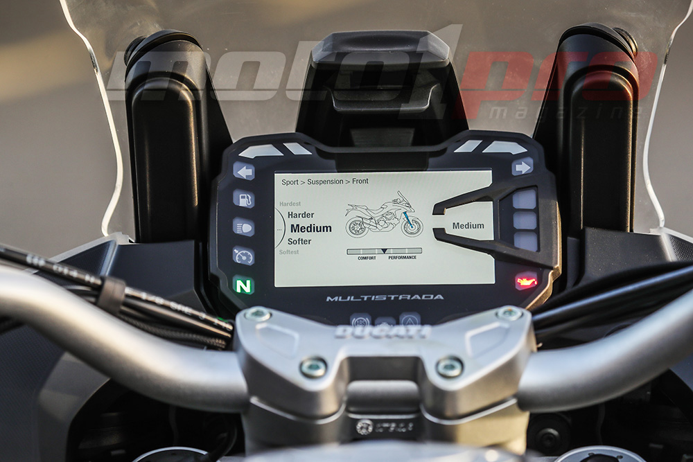 ducati_multistrada_1260s_-_2018_tft_display