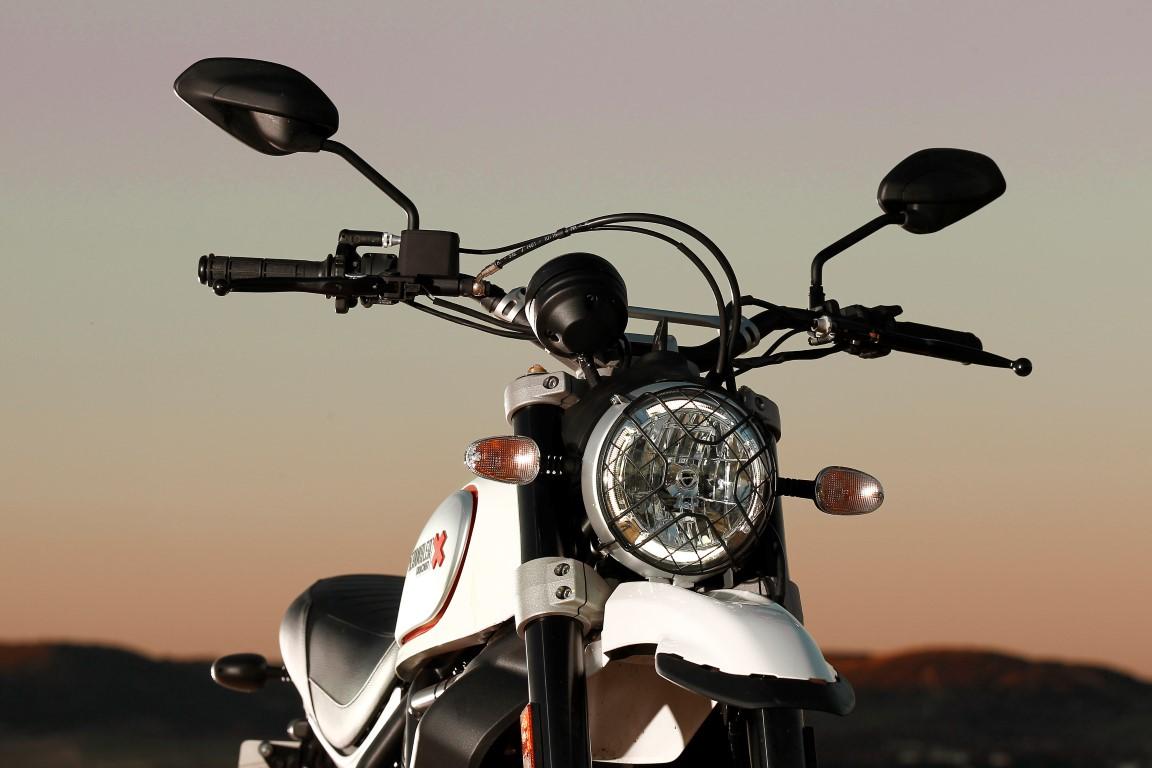 Ducati Scrambler óptica faro