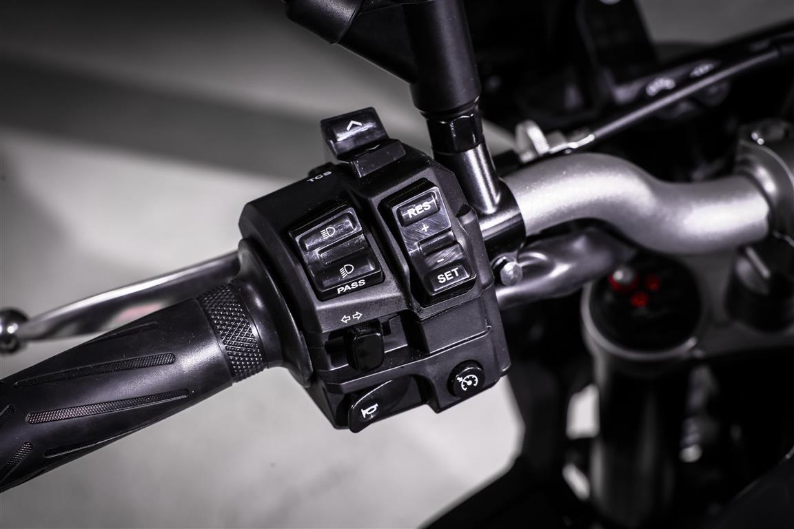 Yamaha MT10 controles