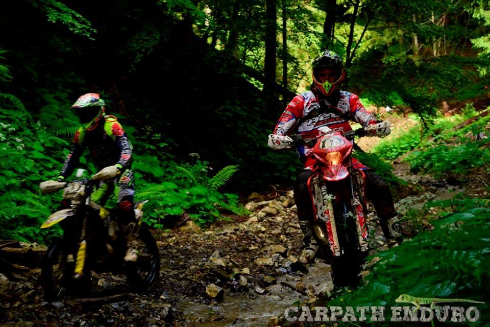 Xavi León y Pol Tarrés mano a mano en Carparth Enduro