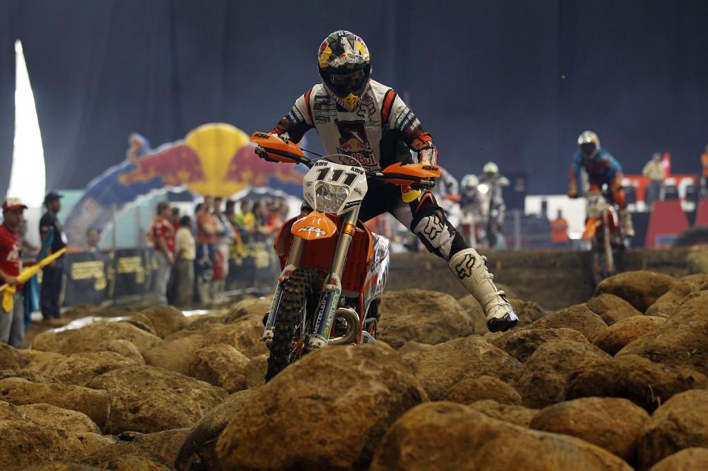 Taddy Blazusiak (KTM) gana el SuperEnduro de México.