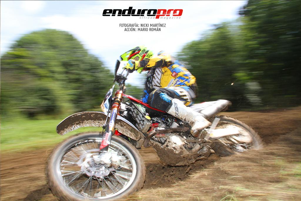 Mario Román prueba la moto de Salminen