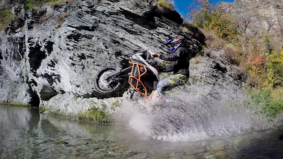 Chris Birch con la KTM 1190 Adventure R