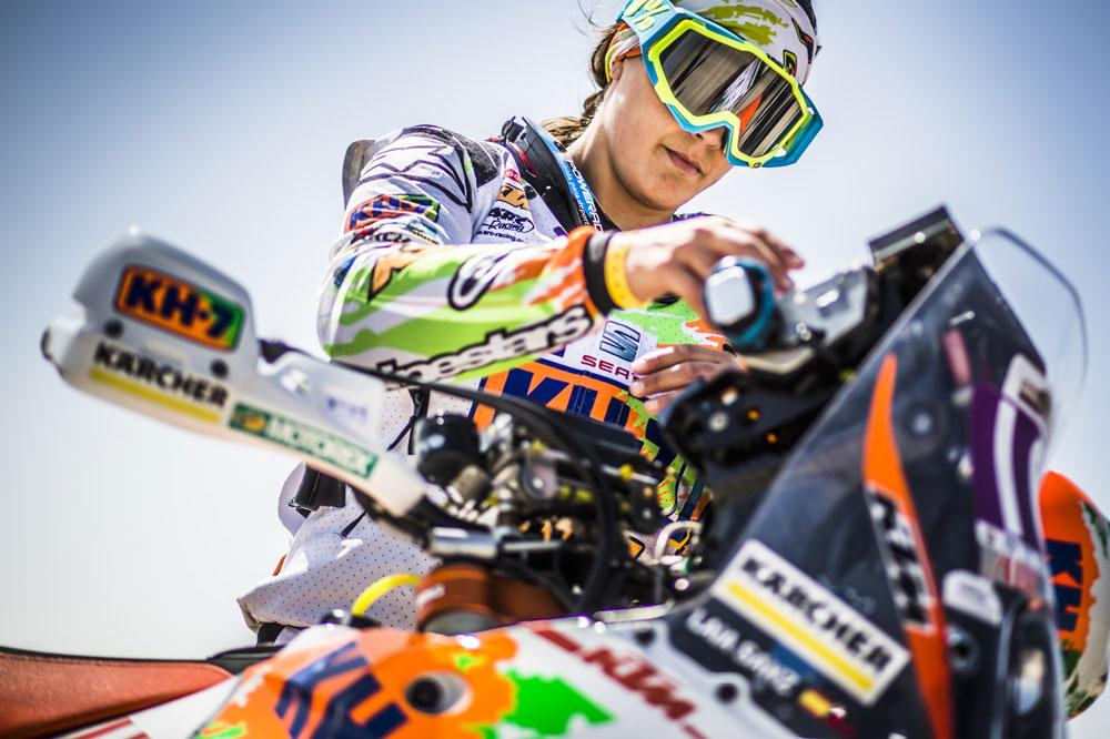 Laia Sanz durante una etapa del Rallie Dakar