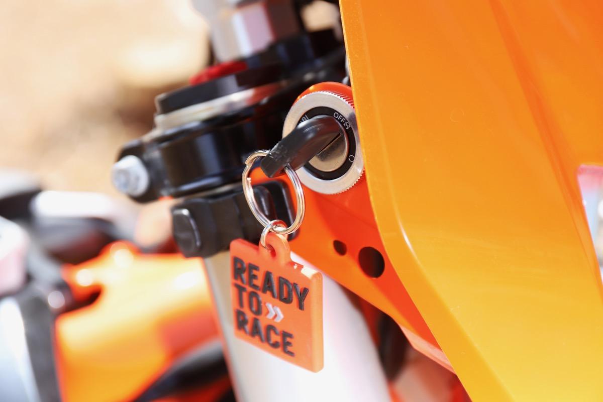 Prueba KTM Freeride detalle llave contacto