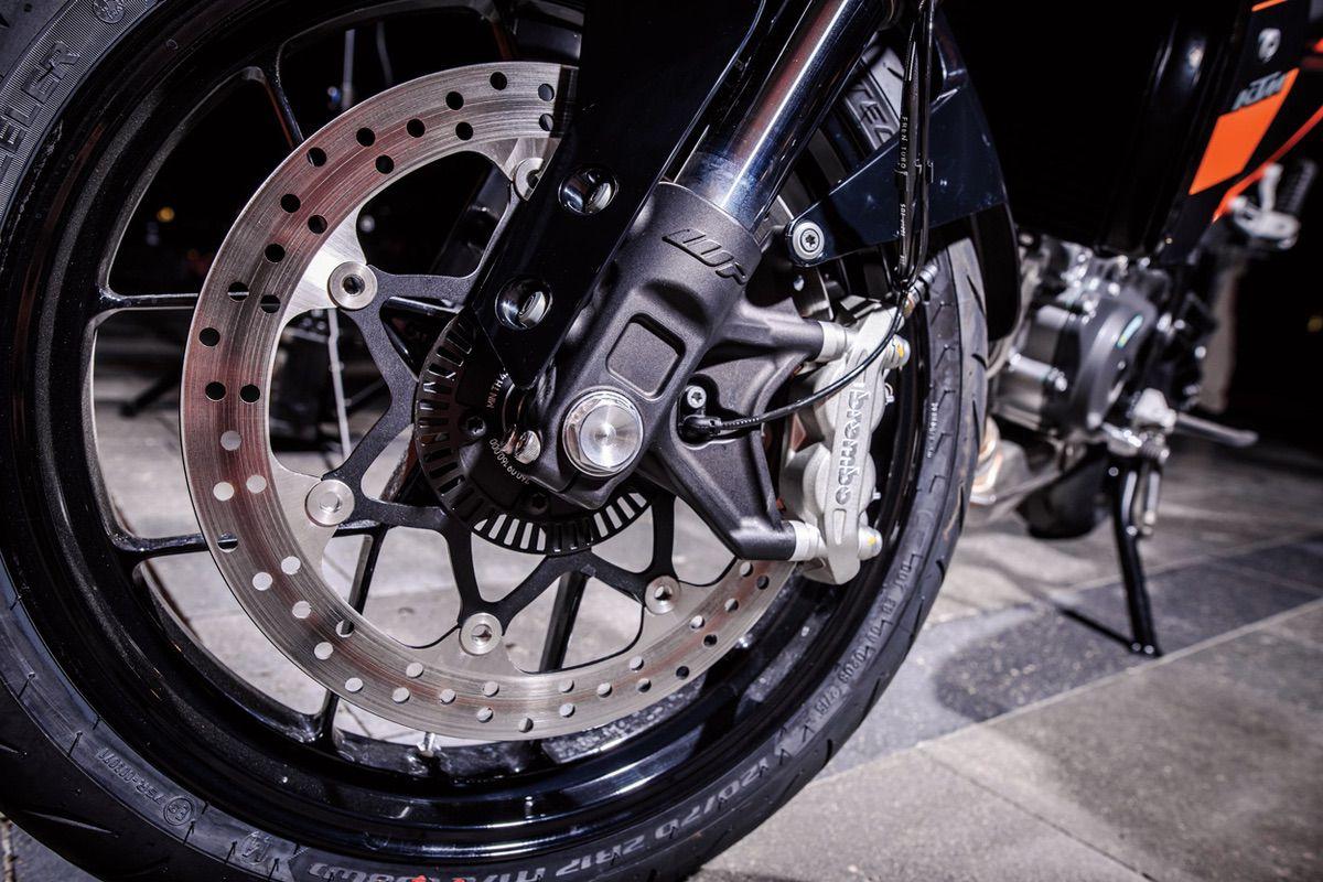Errores que puedes cometer en en mantenimiento de los frenos de tu moto