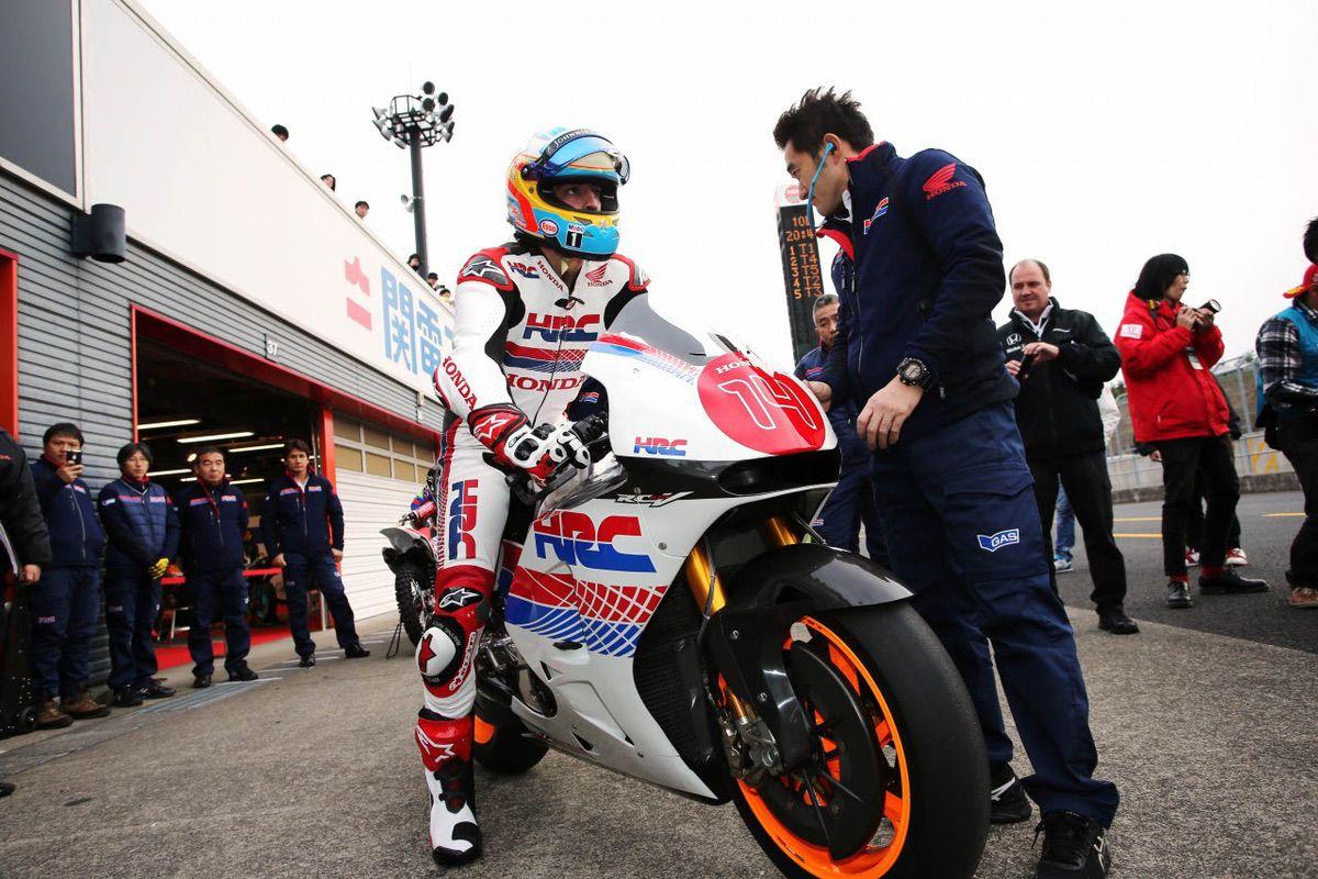 Fernando Alonso prueba una MotoGP
