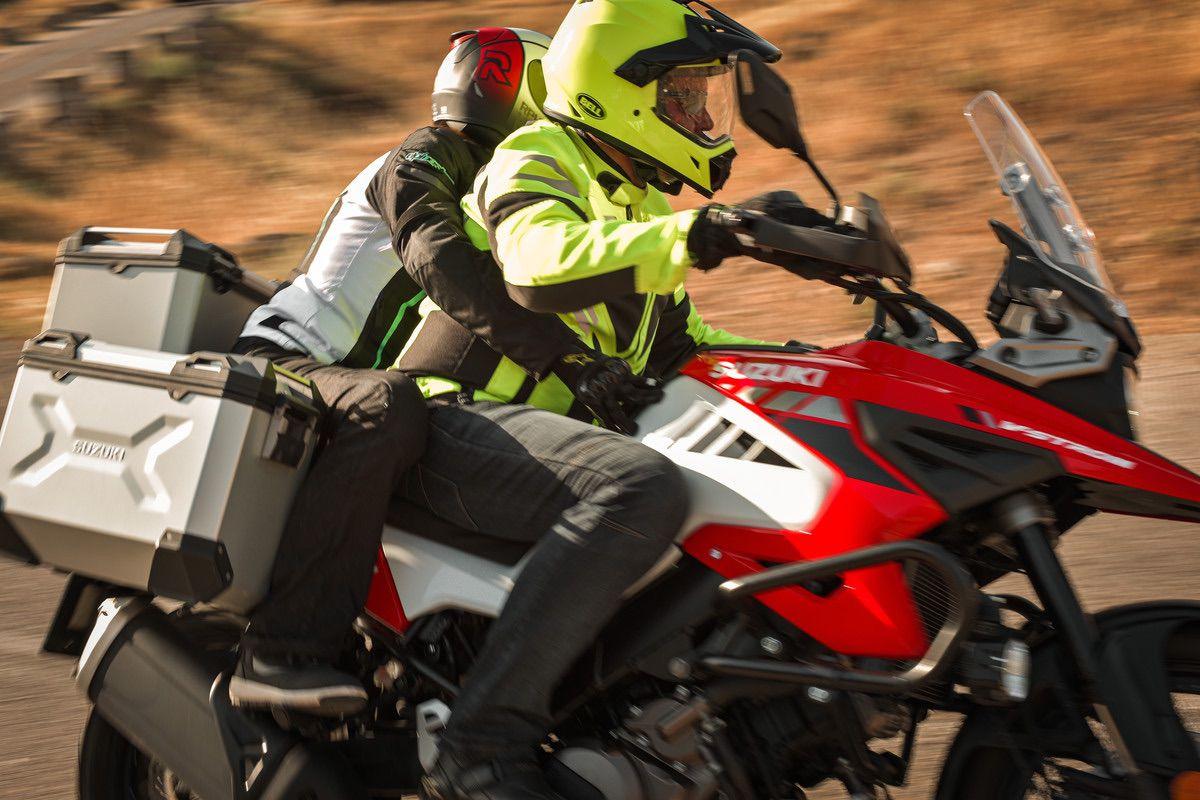 Cómo conducir en moto con acompañante