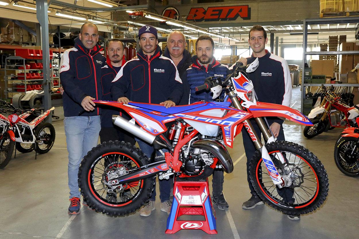 Cristóbal Guerrero con el equipo de competición Beta Trueba