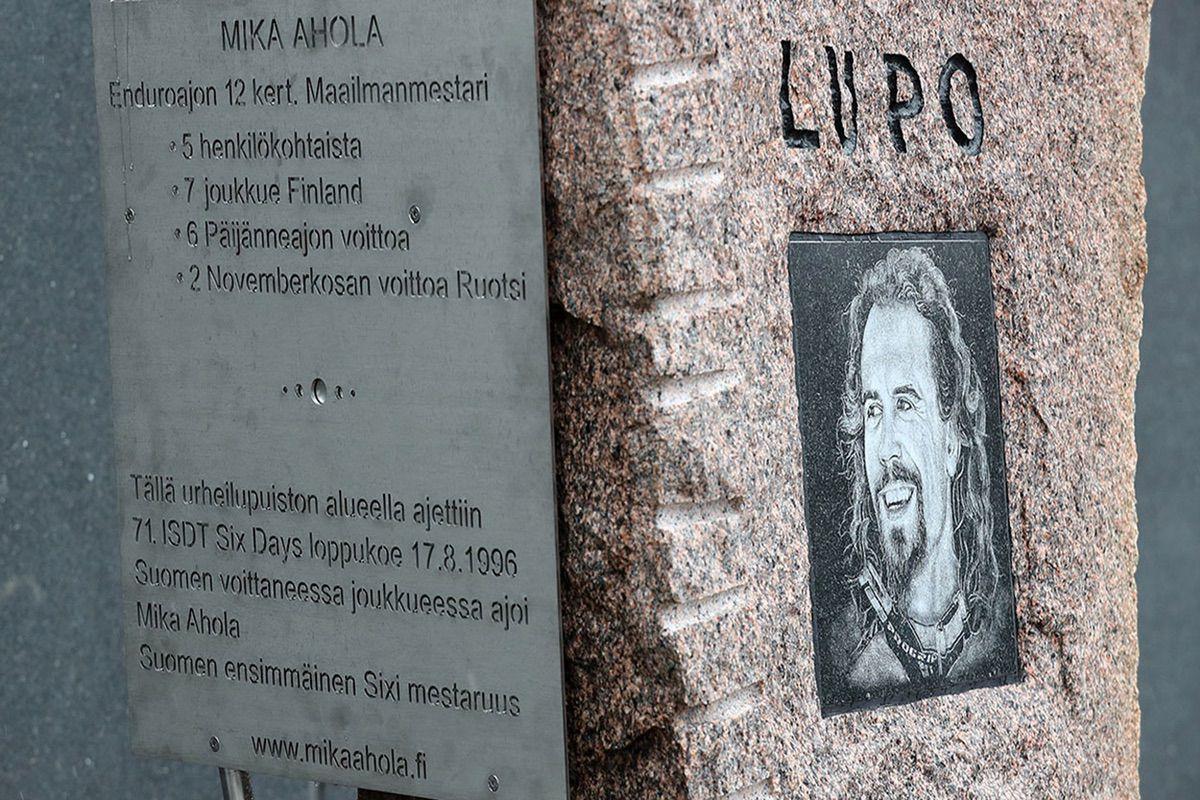 Monumento Mika Ahola