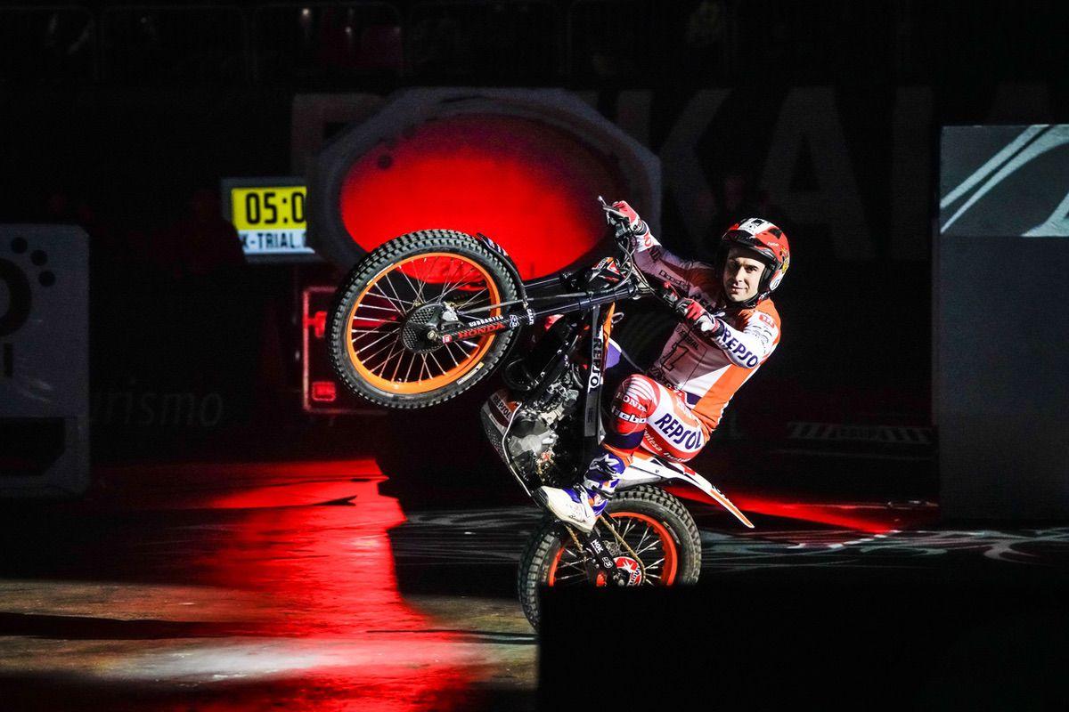 Toni Bou recuperó el liderato tras el Trial Indoor de Bilbao