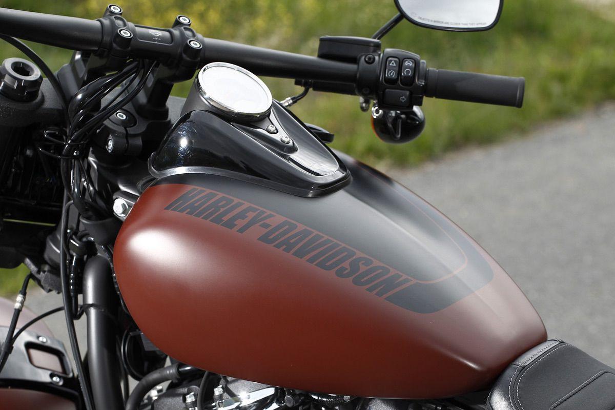 Depósito del combustible de la Harley Davidson Fat Bob