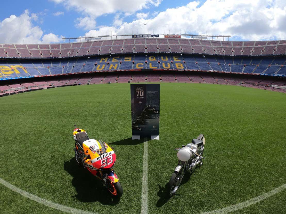 Honda moderna y clásica en el Camp Nou
