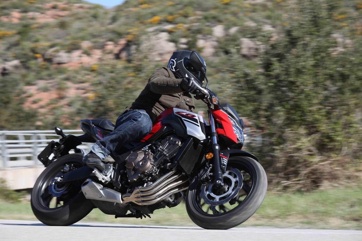 El nuevo escapa 4-1 es lo más representativo de la moto