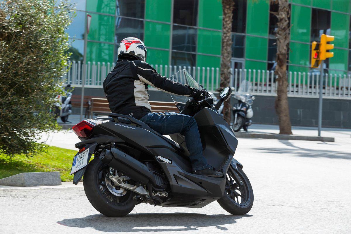 5 situaciones a evitar en moto