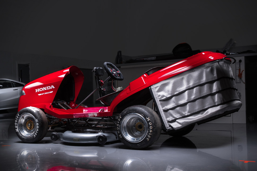 Honda Mean Mower V2 cortacesped CBR 1000 RR