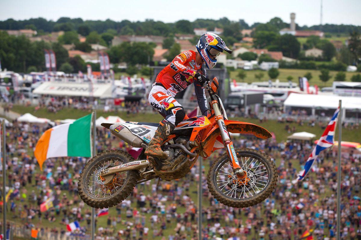 Jorge Prado y KTM en pleno salto