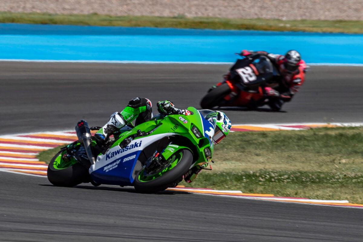 Kawasaki luce colores retro en Superbikes