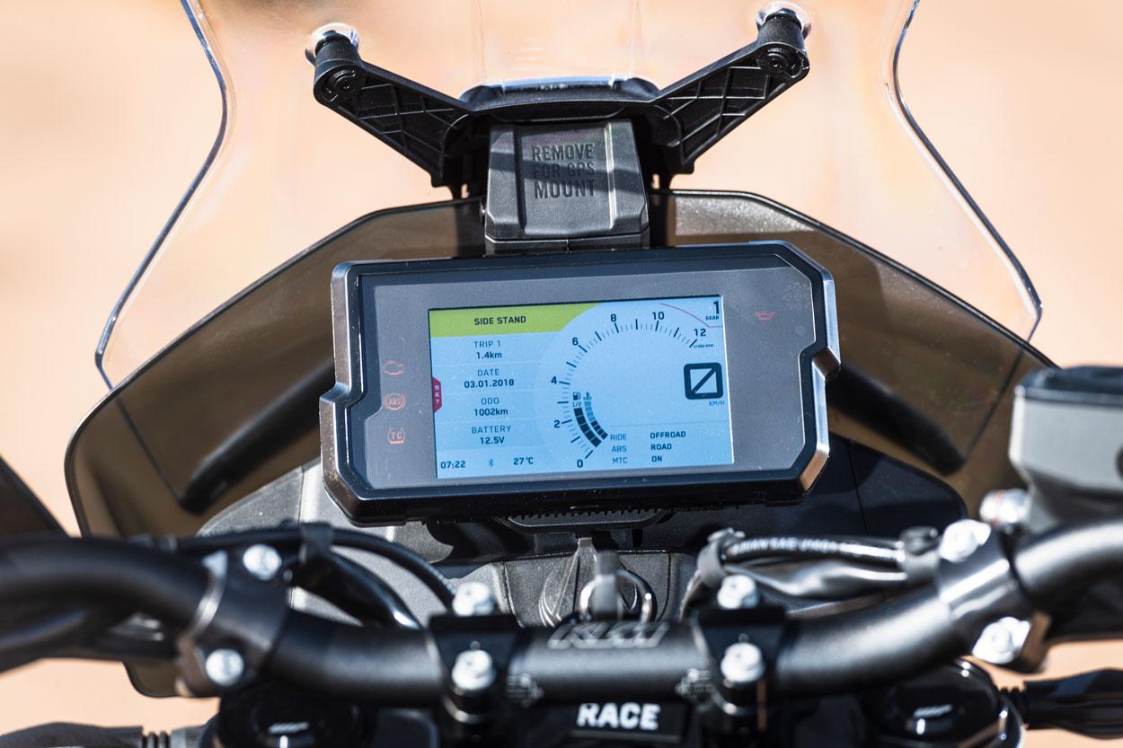 Instrumentación de la KTM 790 Adventure R, con pantalla LCD