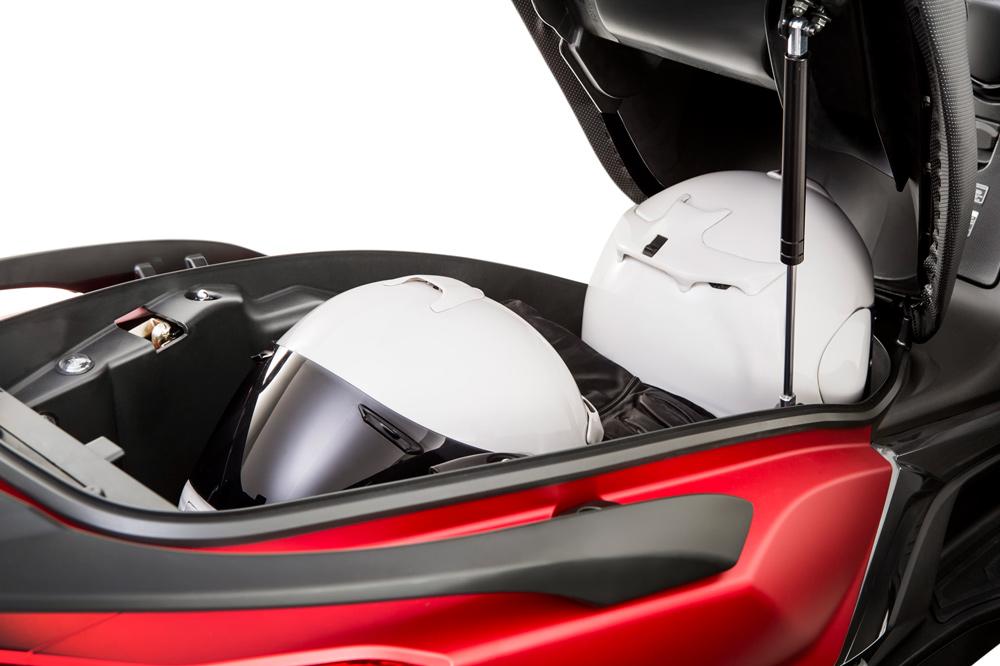 Hueco para el casco KYMCO Super Dink 2017