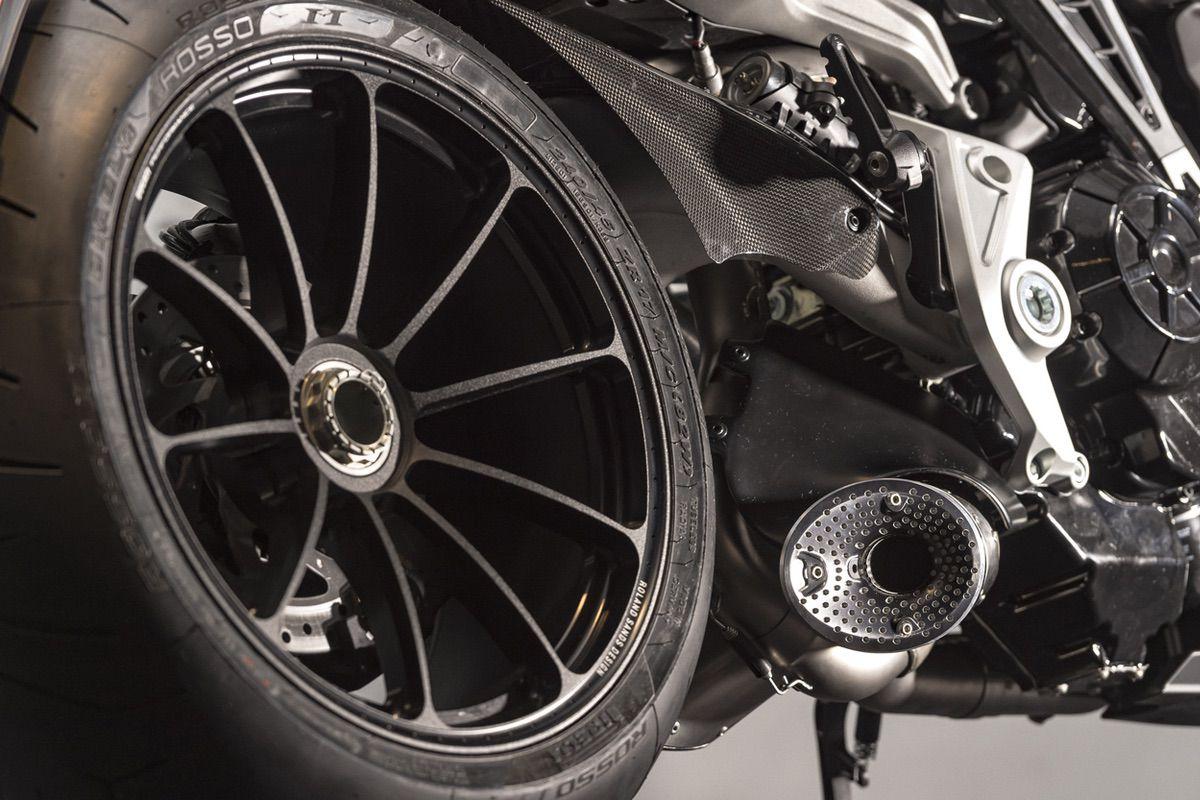 Como limpiar correctamente las llantas de nuestra moto
