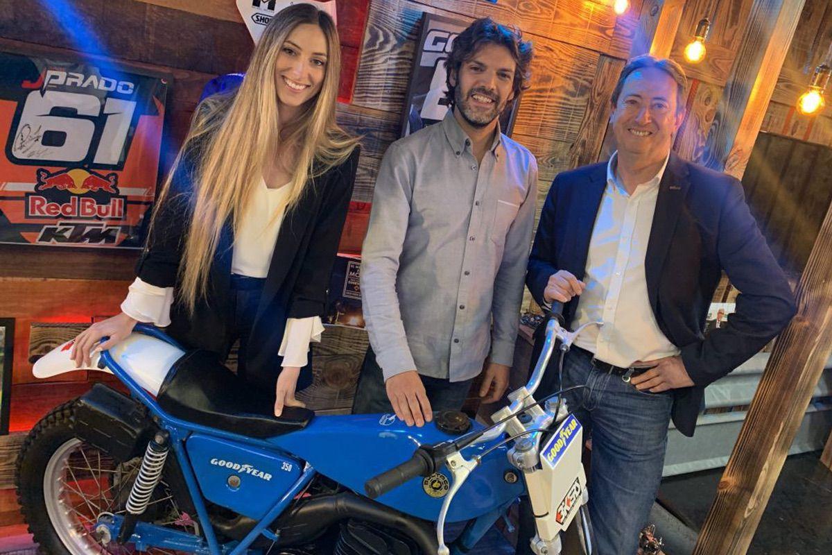 Manuel Casado junto con Sergio Romero y Bea Eguiraun, en el programa Locos por las Motos