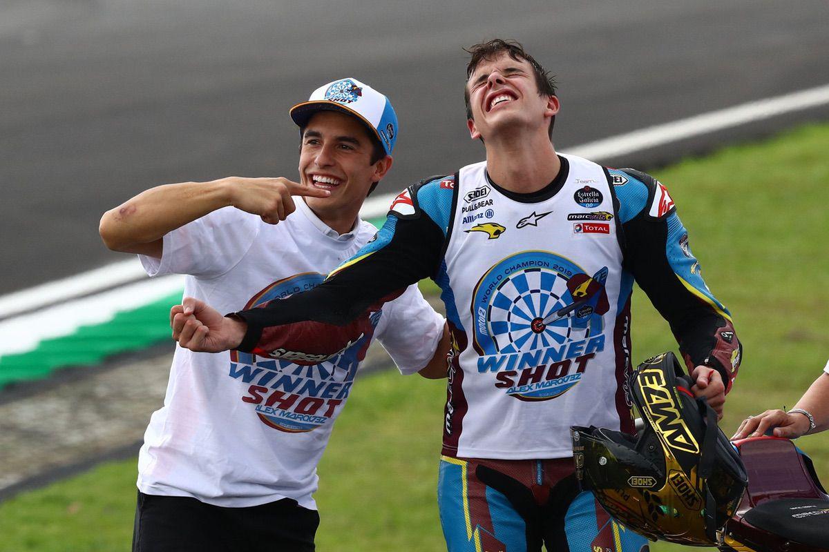 Marc y Alex Márquez celebran el título de Moto2 de este último